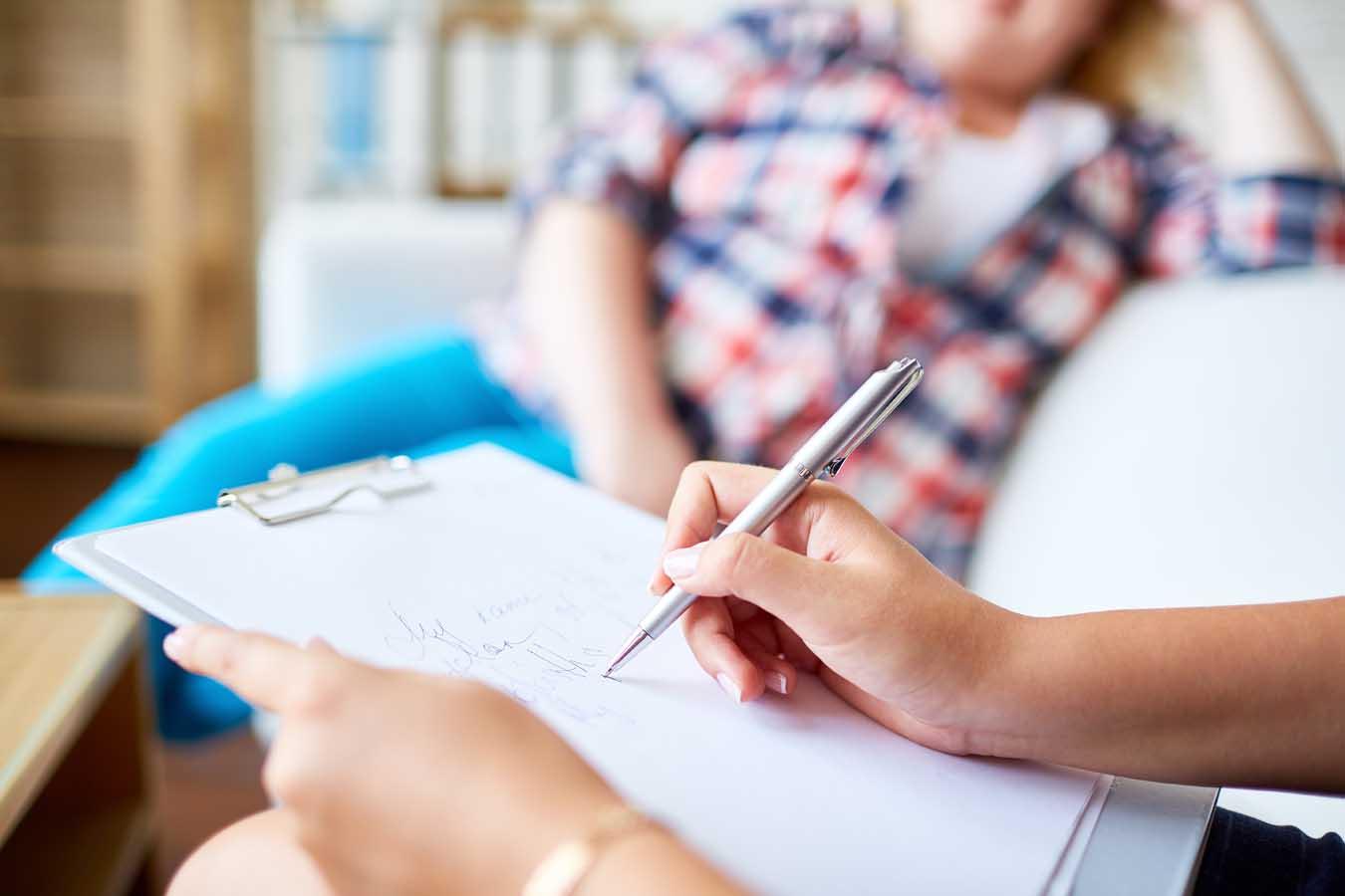 Ναρκισσιστική διαταραχή προσωπικότητας: οι κυρίαρχοι ανταποδοτικοί ρόλοι και η επίδρασή τους στη θεραπευτική σχέση.